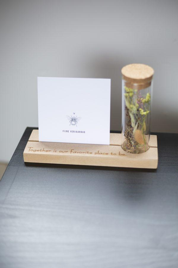 kaart houder met droogbloemen